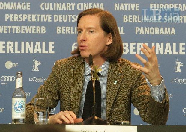 Уэс Андерсон много говорил о том, что повлияло на его фильм - особенно, в плане эстетики