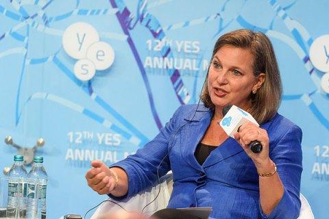 Нуланд: США не наполягали на проведенні виборів на Донбасі в липні