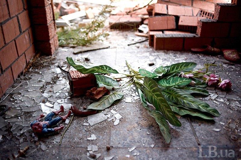 Знуйнований будинок в с.Широкине