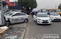 У Києві водій Uber вилетів на тротуар і в'їхав у кіоск, двоє людей загинули, ще двоє травмовані (оновлено)