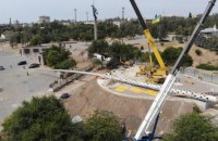 70-метровий флагшток впав під час встановлення в Херсоні