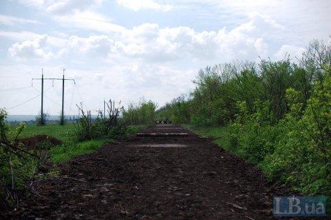 Поблизу Майорська двоє цивільних підірвалися на сільській дорозі