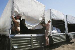 Российские грузовики разгружаются в Луганске