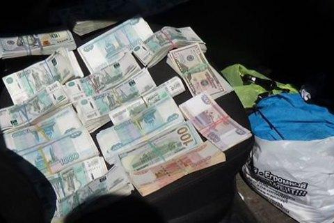 У Донецькій області затримали автомобіль майже з 3 млн рублів