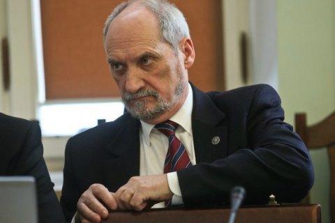 Міністр оборони Польщі назвав підробкою звіт про катастрофу під Смоленськом