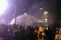 Протестувальники ще раз спробували атакувати силовиків