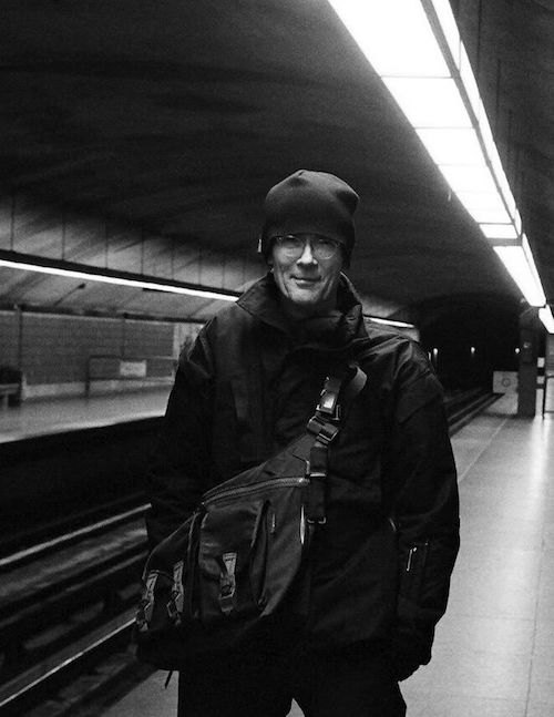 Уильям Гибсон в куртке Acronym