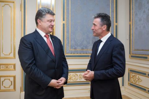 Порошенко призначив колишнього генсека НАТО своїм позаштатним радником