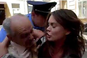 Акция FEMEN в поддержку Луценко превратилась в драку с милицией