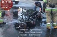 """В Киеве возле метро """"Житомирская"""" на ходу сгорел мотоцикл"""