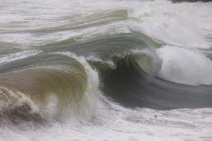 У Японії до острова Окінава насувається потужний тайфун