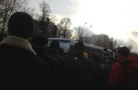 """На Михайловской площади пытались остановить автобус с """"Беркутом"""""""