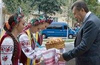 Янукович предлагает объединиться вокруг украинского языка