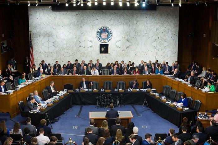 Основатель Facebook Марк Цукерберг во время слушаний в Сенате, 10 апреля 2018.
