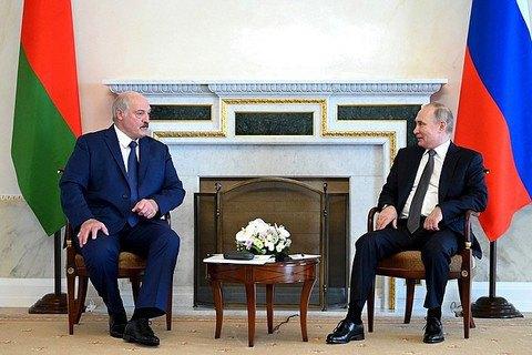 """Лукашенко на зустрічі з Путіним заявив, що """"не париться"""" через санкції"""