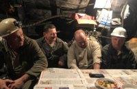 """До страйкуючих на шахті """"Лисичанськвугілля"""" гірників спустилися чиновники"""