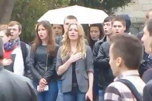 Севастопольские студенты покинули плац во время поднятия флага России
