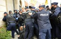 Полиция в Варшаве разогнала предпринимателей, устроивших протест из-за карантина