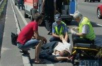 На проспекті Бажана в Києві Mercedes збив пішохода