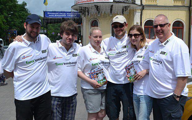 Кевин Майлс и его команда из Футбольной Федерации болельщиков