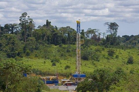 Еквадор почав видобувати нафту собі у збиток