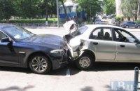 В Киеве столкнулись три автомобиля, есть пострадавшие