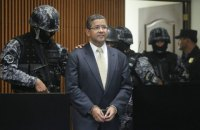 Умер экс-президент Сальвадора, подозреваемый в хищении $15 млн