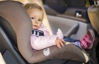 Зеленский подписал закон об ответственности за перевозку детей без автокресла