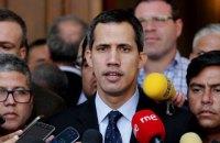 """Гуайдо закликав світ розглянути """"всі варіанти"""" вирішення кризи у Венесуелі"""