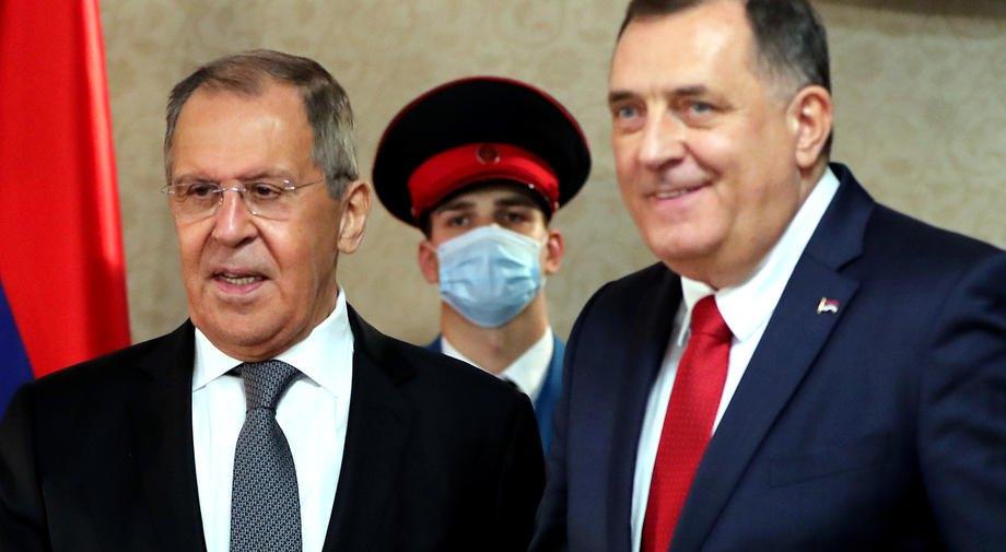 Министр иностранных дел России Сергей Лавров во время встречи с членом президиума Боснии и Герцеговины Милорадом Додиком в Источно-Сараево, 14 декабря 2020
