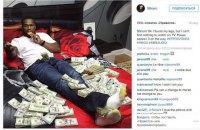 Обанкротившегося американского рэпера 50 Cent вызвали в суд из-за фото с кучей наличных