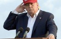 Главу Twitter не позвали на встречу с Трампом за отказ сделать эмодзи против Клинтон
