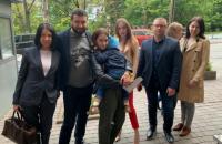 Мальчика из Запорожья, которого удерживали в посольстве Дании, вернули маме
