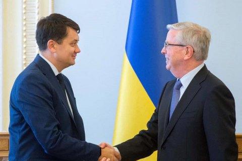 Разумков обсудил реформу украинского парламента с Пэтом Коксом