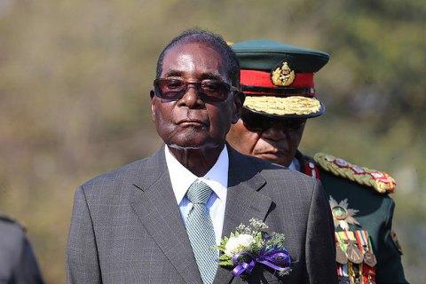 Президент Зимбабве ушел в отставку