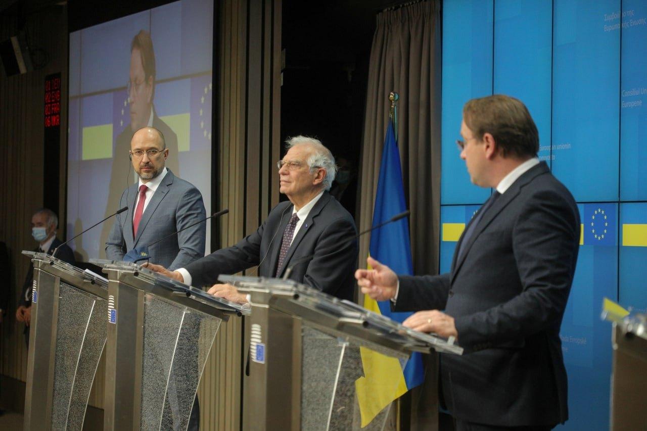 Прем'єр-міністр України Денис Шмигаль під час засідання Ради асоціації Україна – Європейський Союз у Брюсселі, 11 лютого 2021