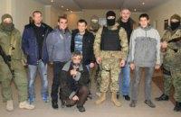 """Освобожденные из плена военные прибыли в расположение полка """"Азов"""""""