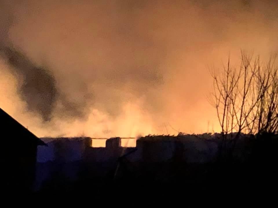 Во Львовской области сгорел склад зерна на комбикормовом заводе
