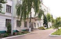 В Киеве восьмиклассник ударил учительницу стулом по голове и ножницами в спину