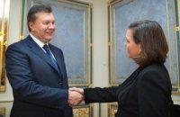 """Янукович провел """"конструктивный разговор"""" с Нуланд"""