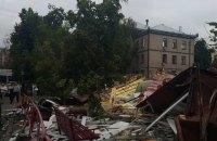 В Киеве возле метро КПИ демонтировали МАФы (обновлено)