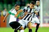 У чемпіонаті Бразилії гравець завдав нищівного удару ногою по голові фаната