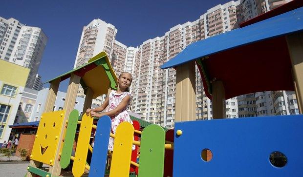 Девочка в новом детсаду в Дарницком районе