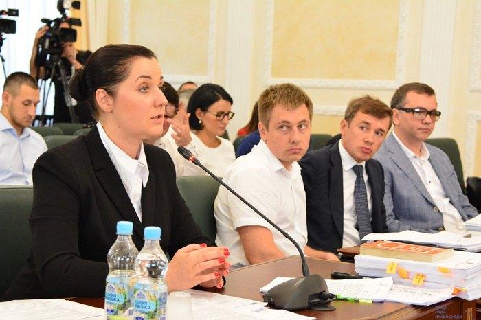 Юлія Малашич (зліва) та суддя Вовк (справа) під час засідання ВРП