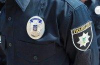 В Киеве в управление полиции бросили неизвестный взрывоопасный предмет