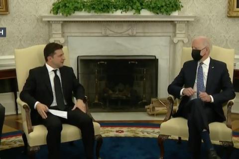 Зеленський – Байдену: хотів би обговорити терміни вступу до НАТО і роль США у мирному врегулюванні на Донбасі