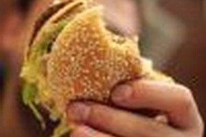 Фаст-фуды США начали борьбу с детским ожирением