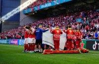 Медики на поле реанимировали игрока сборной Дании, который потерял сознание во время матча Евро-2020