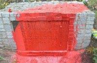 В Харьковской области повредили памятники воинам УПА и Красной армии
