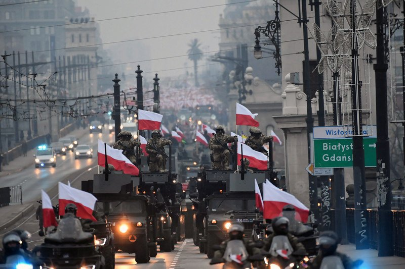 ВПольше прошел «Марш независимости», который соединил уполномченных властей инационалистов